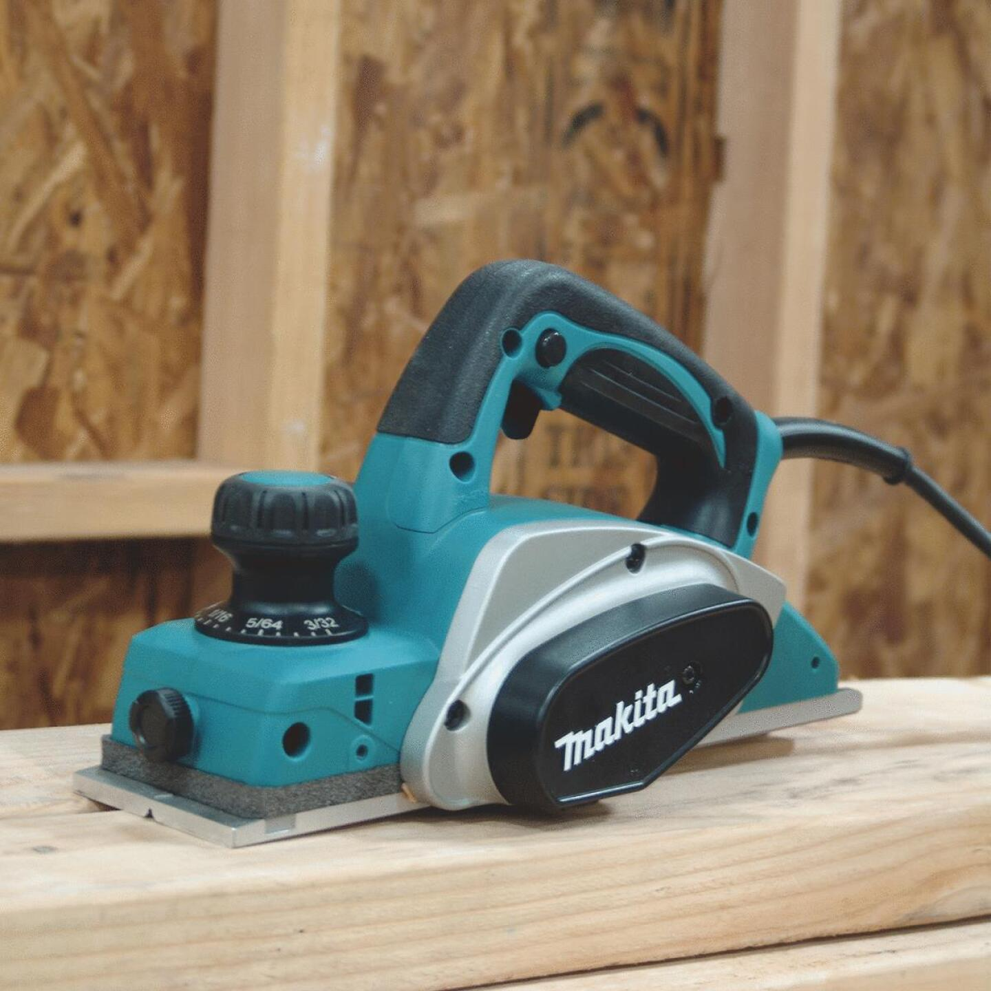 Makita 6.5A 3-1/4 In. 3/32 In. Planing Depth Planer Image 5