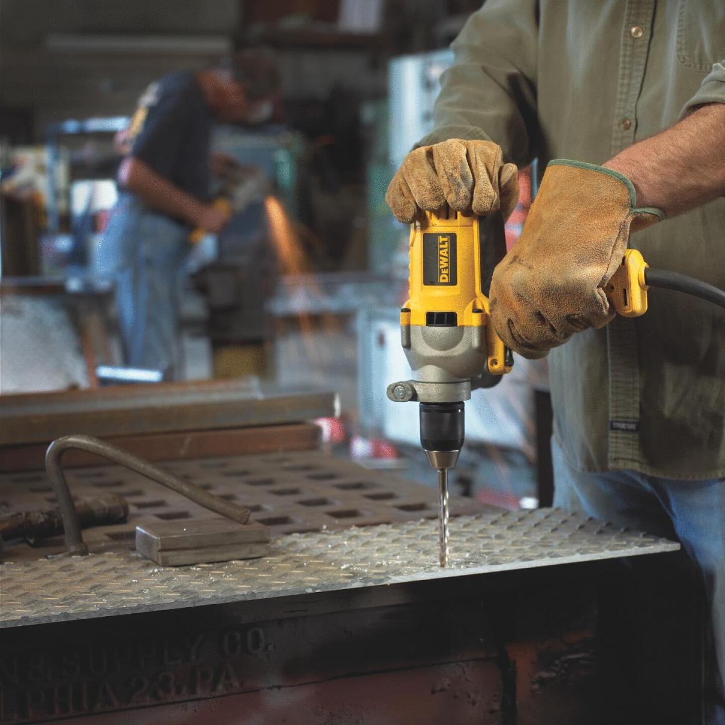 DeWalt 1/2 In. 10-Amp Keyless Electric Drill with Mid-Handle Grip Image 5
